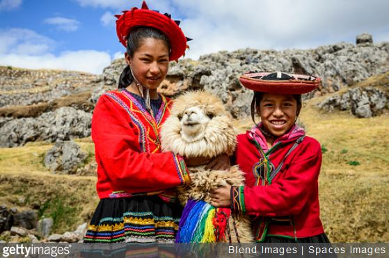 costume-folklorique-traditionnel-definition-lama-voyage